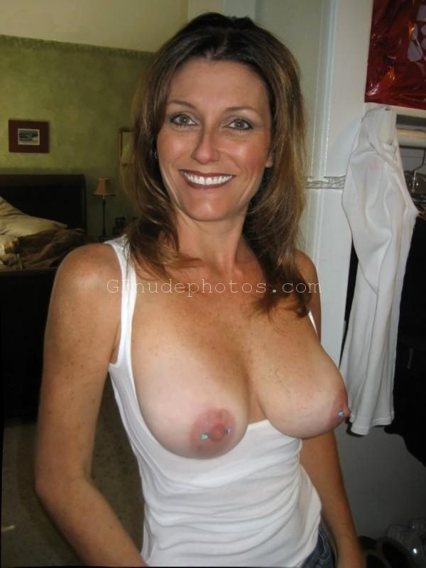 Moms flashing pics