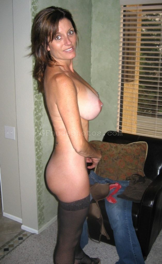 Sexy american aunt showing big boobs